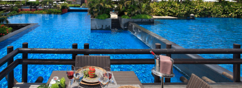 You can enjoy lunch overlooking the infinity pools